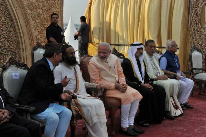 prime-minister-narendra-mod-with-art-of-living-founder-sri-sri-ravishankar_145775468550